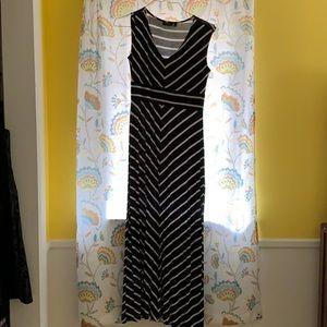 Petite maxi dress! Only worn a few times.
